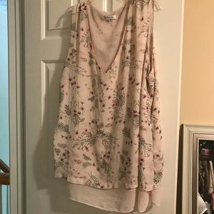 Sleeveless floral blouse size 3x